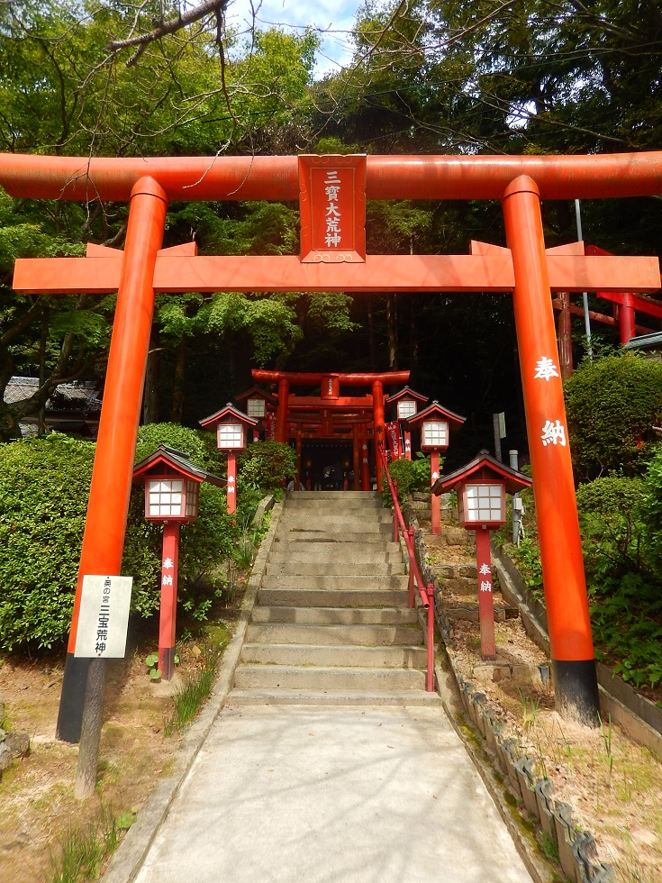 """Un """"Sando"""" (voie d'approche d'un sanctuaire Shinto)"""